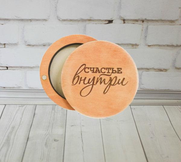 Деревянная шкатулка для флешки с гравировкой