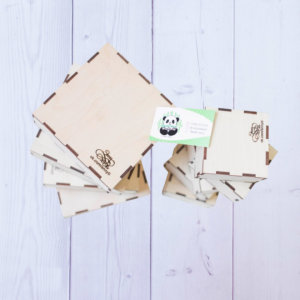 Коробка из дерева с логотипом