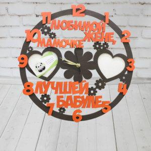 Часы из дерева с фоторамками и словами
