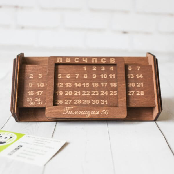 Настольный вечный календарь из дерева