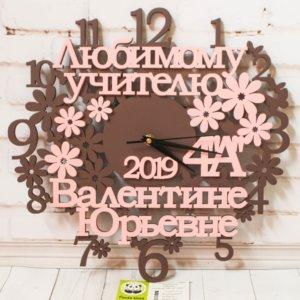 Оригинальные настенные часы из дерева