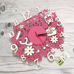 Часы из дерева с именем