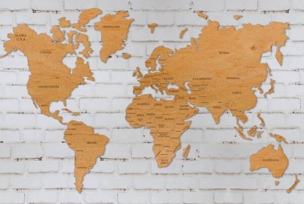 Карта мира на стену с лаком